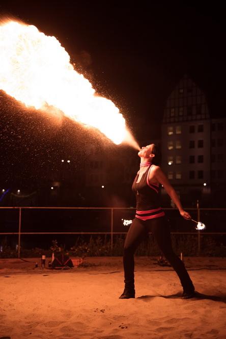 5fc9fb8c65287_Feuershow
