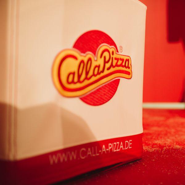 5ff5de5b36fb9_SWOOFLE-FlatCube-mit-Call-a-Pizza-Brand